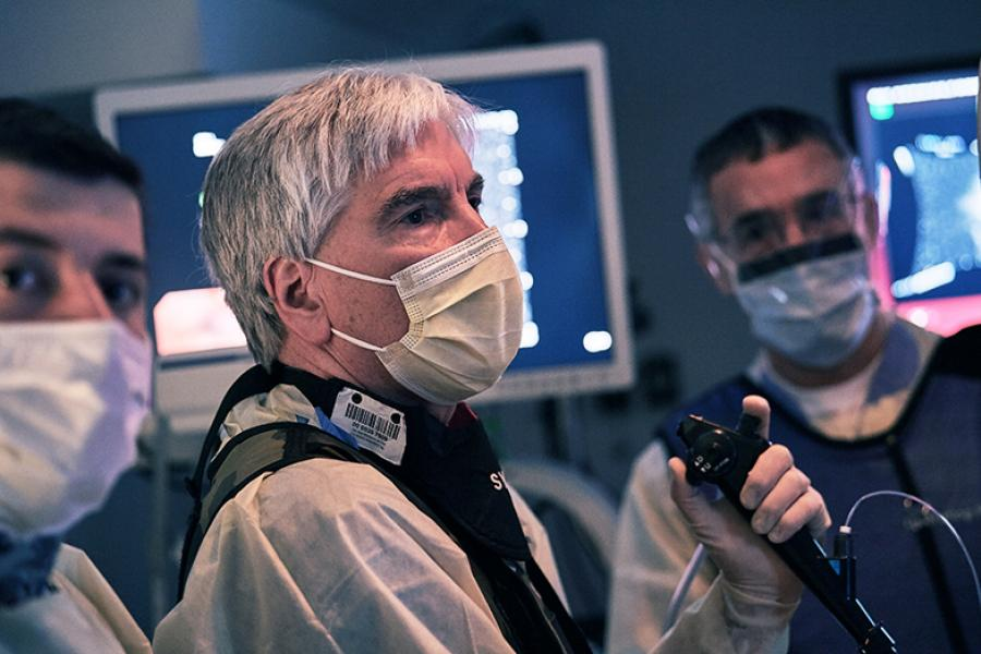 Surgeons performing lung procedure in operating room