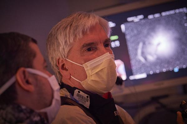 Dr. Gerard Criner performing procedure to treat COPD